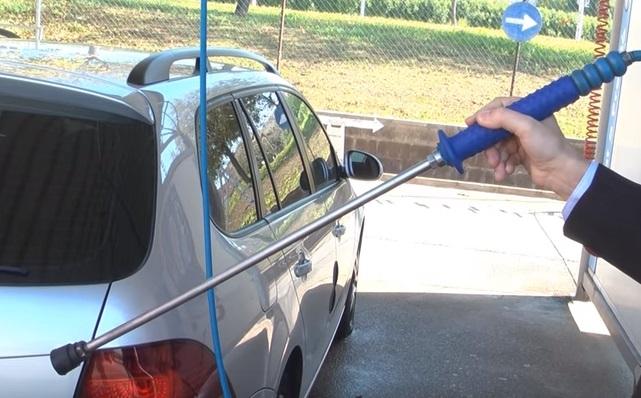 ¿Cómo lavar el coche con pistola a presión?