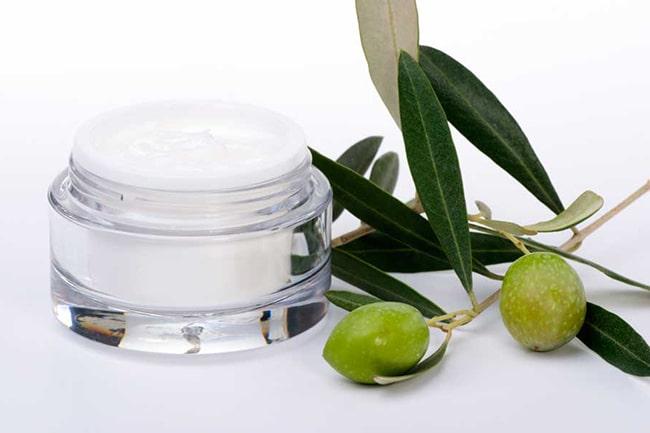 El aceite de oliva se utiliza mucho para la cosmética