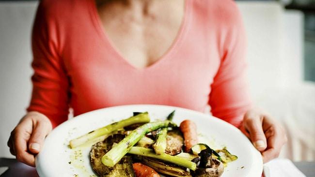 evita tomar alimentos procesados y con mucha sal.